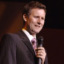 Adam Hills (UK/AUS)
